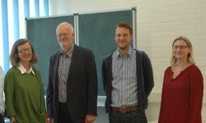 Frau Dr. Meyer (Schulleiterin), Herr Schwieger (SPD-Bürgerschaftsabgeordneter), Herr Kleinow (SPD-Bezirksabgeordneter), Frau Oxe (Mitglied des Lehrerrats) v.l.
