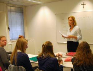 Bürgerschaftsabgeordnete Karin Prien (CDU) an der katholischen Sophie-Barat-Schule